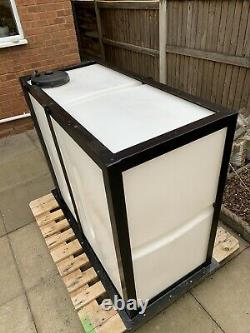 650 litre water tank with frame window cleaning