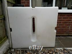 Le Nettoyage De La Fenêtre Baffled Avec Un Réservoir D'eau De 500 Litres Réservera 100 £