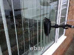 Poteau Alimenté À L'eau De Nettoyage De Fenêtre