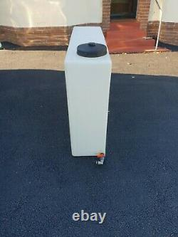 Réservoir D'eau, 400 Litres, Valette Mobile / Nettoyage De La Fenêtre. Seulement Pure Dans L'eau À L'intérieur