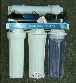 Système D'osmose Inverse Avec De L'eau D'appoint Et La Pompe DI Pôle Introduit De L'eau Pure