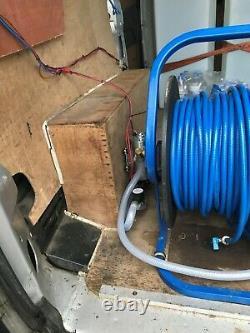 Système De Nettoyage De Fenêtre De Poteau Alimenté Par L'eau / Configuration De Fourgon