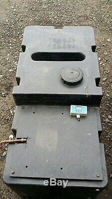 Système De Nettoyage De La Fenêtre De L'eau Pure. L'eau Alimentée Pôle Gardiner Clabber Réservoir De Bobine