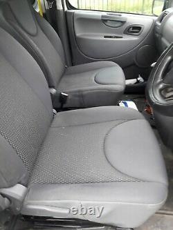 Van De Nettoyage De Fenêtre. 2008 Citroën Dispatch Mpv. Système De Poteaux Alimentés À L'eau Ajusté
